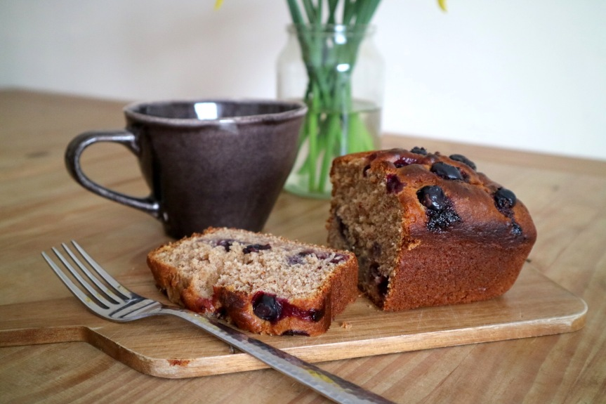 EASY VEGAN BLUEBERRY BANANA BREAD